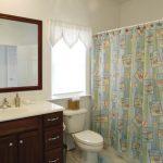 The Carolyn bathroom